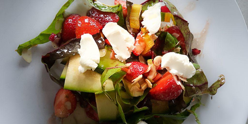 salade van snijbiet aardbei en avocado (1 of 1)